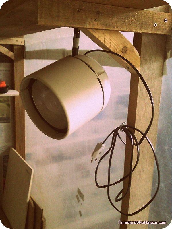 Foco lateral para iluminar el taller