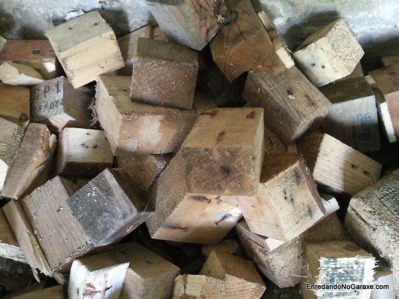 Tacos de madera de los palés desmontados