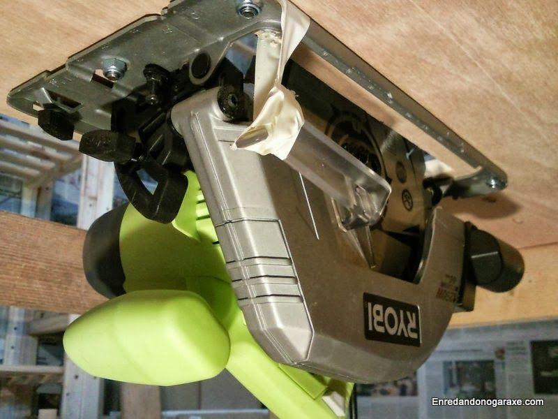 Sierra de disco debajo de la mesa. enredandonogaraxe.com