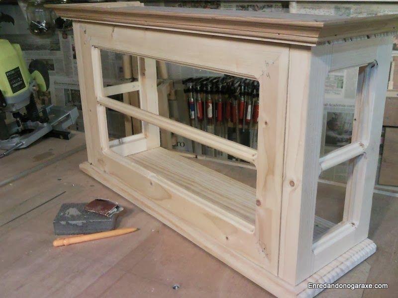 Fabricando la puerta para la pequeña vitrina de coleccionista