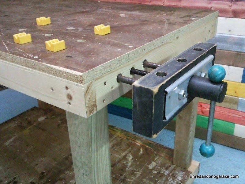 Instalando tornillo de apriete en banco de trabajo
