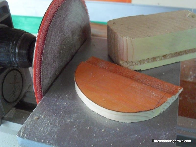 Lijar madera con la lijadora de disco. enredandonogaraxe.club
