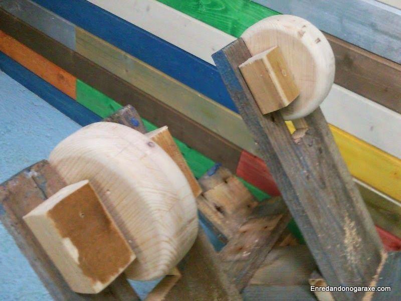 Montar las ruedas de madera. enredandonogaraxe.cub