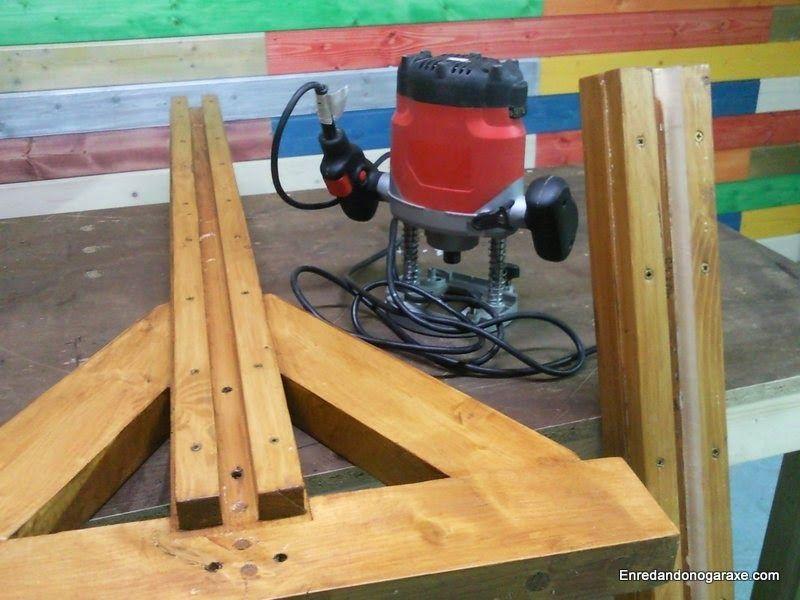 Ajustando las tablas y la ranura de la valla de madera