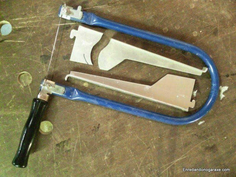 Sierra de marquetería de mano y aluminio para cortar. enredandonogaraxe.club