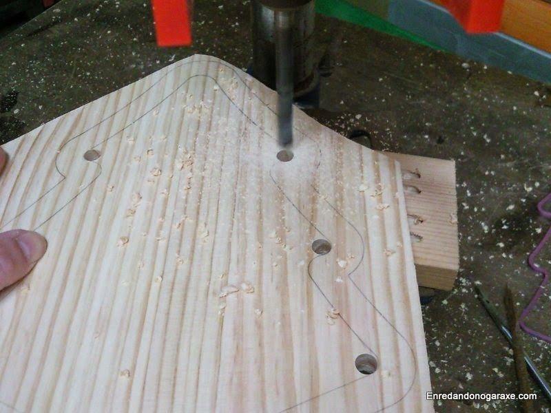 Taladrar y cortar las curvas del interior del árbol. enredandonogaraxe.club