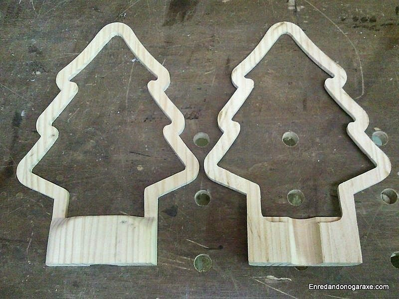 Forma de árbol de la lámpara cortada en dos mitades iguales