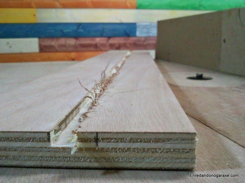 Fresar la ranura en el contrachapado