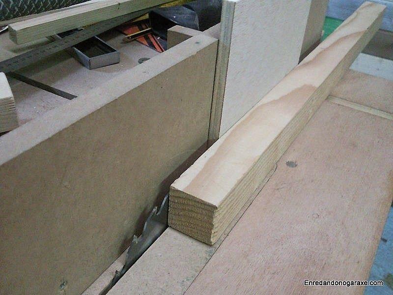 Cómo ajustar el ancho de corte en la sierra de mesa