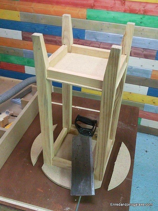Cortar los laterales del tablero de la mesa camilla