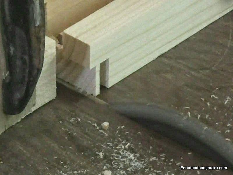 Cortar una caja en un extremo de los listones
