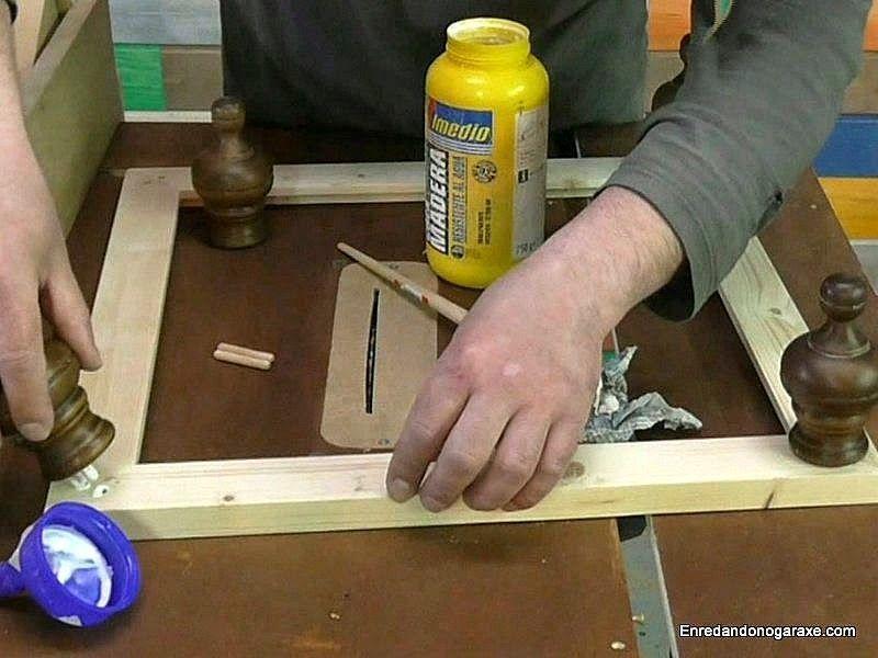 Encolar y unir con espigas las piezas torneadas