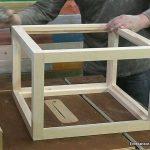 Lijar la estructura de vitrina expositora de madera