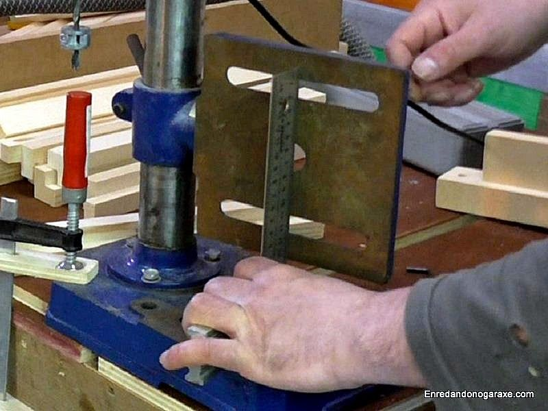 Comprobar que la mesa del taladro de columna está vertical