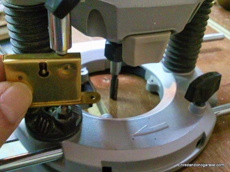 Ajustar profundidad para fresar el hueco de la caja de la cerradura