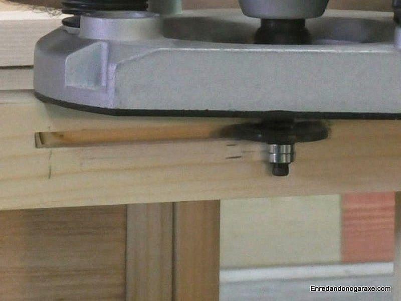 Fresar una ranura en la madera