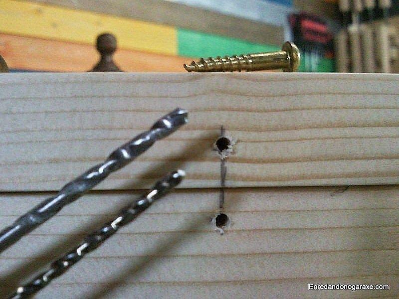 Taladrar agujeros guía para los tornillos