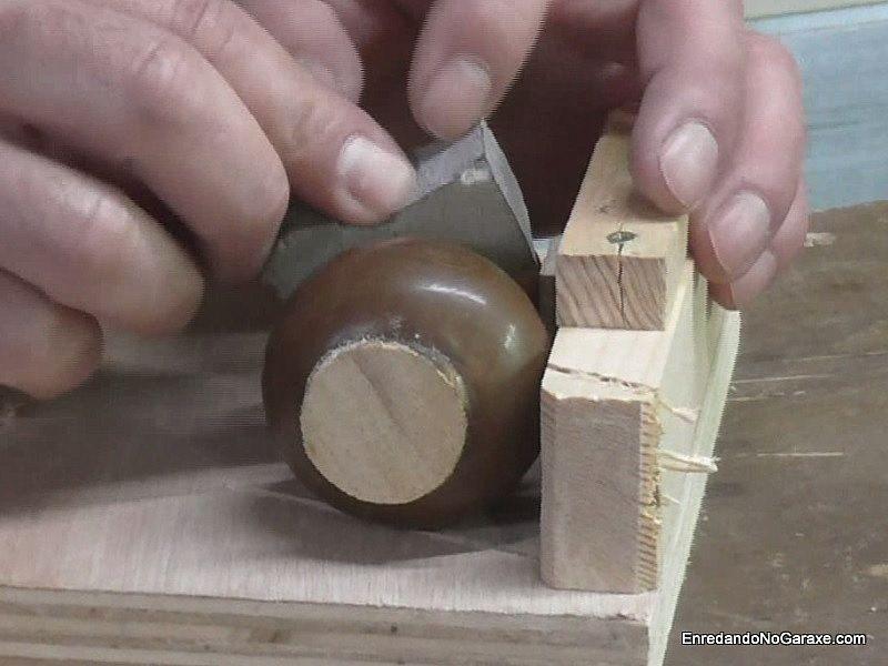 Evitar que la pieza gire al cortar con la ingletadora