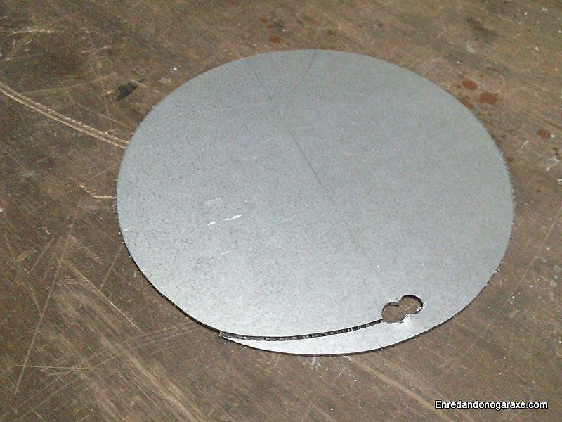 Corte de aproximación para cortar el circulo de metal