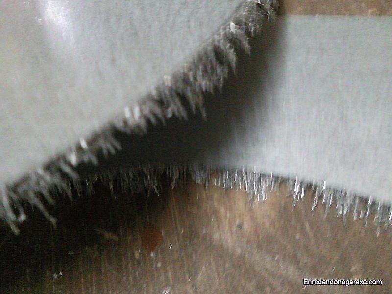 Corte imantado con virutas de metal