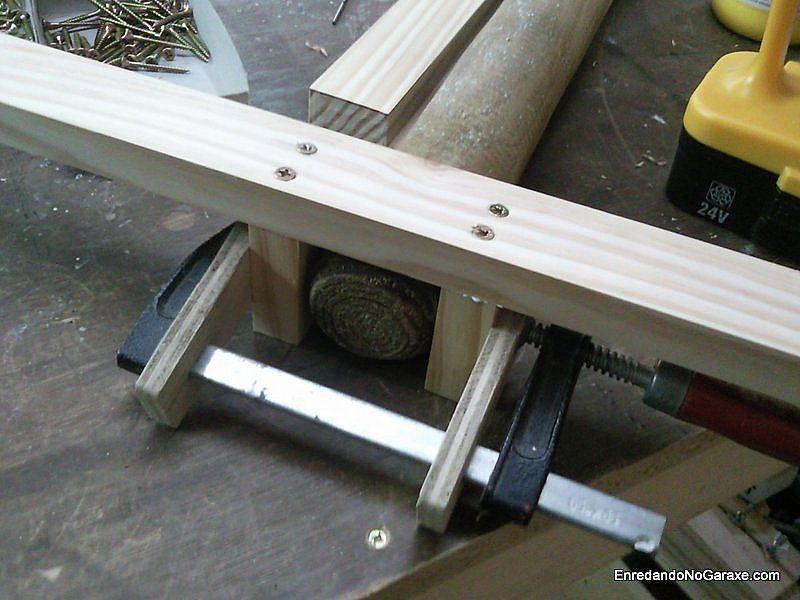 Ajustar y encajar la estructura en el poste