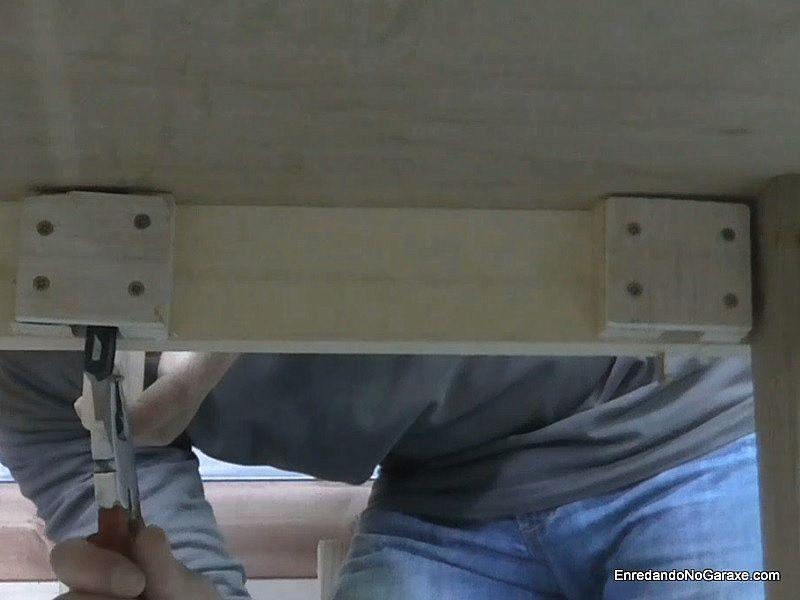 Montar la mordaza de apriete en el banco de trabajo