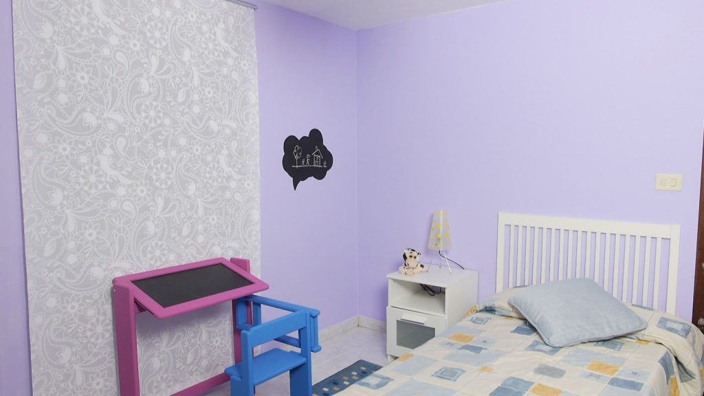 How to paint with paint suitable for a children's room