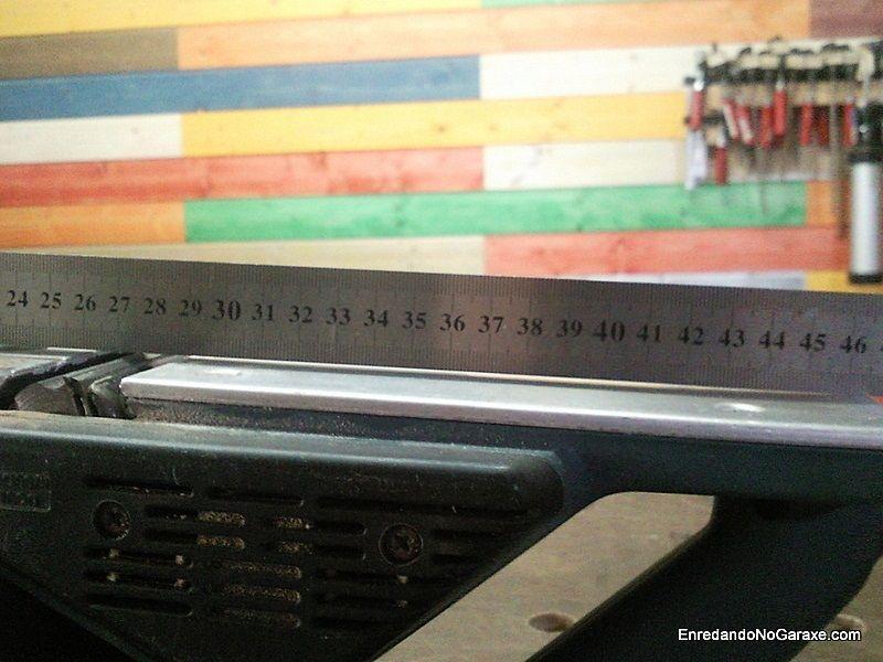 Nivelar y alinear las bases metálicas del cepillo eléctrico