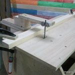 Guide for cutting straight with the home table jigsaw
