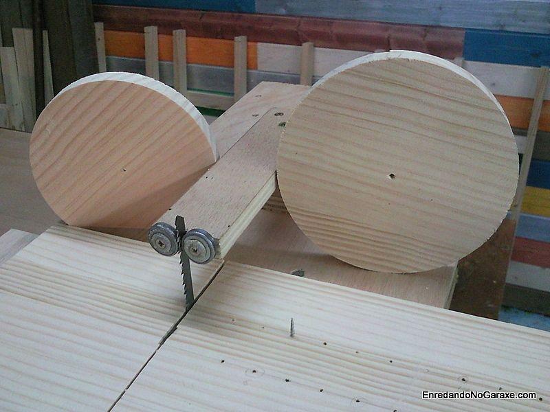 Cómo cortar círculos de madera con sierra de calar de mesa