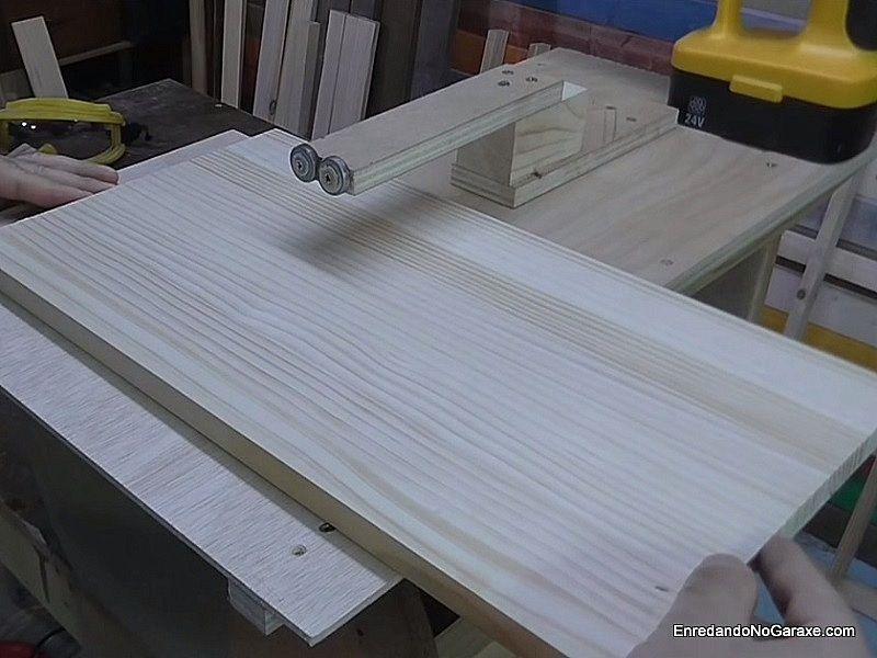 Aumentar la superficie de la guía de cortar círculos con un tablero