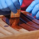 Cómo aplicar el aceite de teca