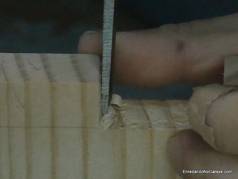 Utilizar el formón para ajustar los laterales