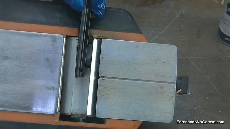 Cómo cambiar y ajustar las cuchillas de un cepillo eléctrico