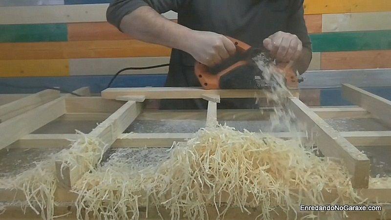 Probar el cepillo eléctrico de carpintería