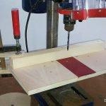 Mesa y guía para taladrar con el taladro de columna