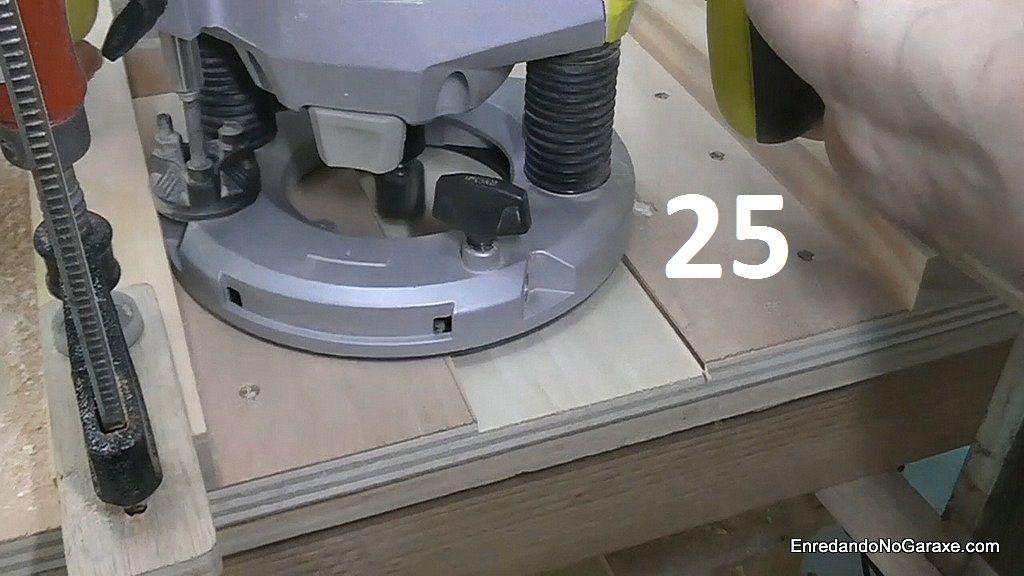 Fresar un rebajo con la fresadora en el tablero de la mesa