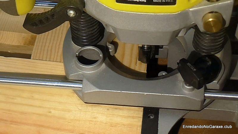 Ajustar la guía lateral de la fresadora de columnas