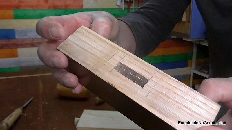 Caja para unión de mortaja y espiga