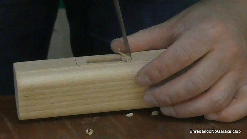 Cortar una rebajo para ajustar la unión del mango