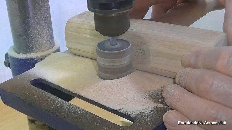 Utilizar el cilindro de lijad para dar forma a la unión de mortaja y espiga