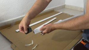 Lijar el aluminio para eliminar las rebabas