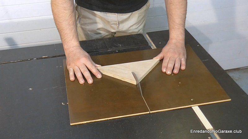 Cortar la ranura en el vértice del triángulo