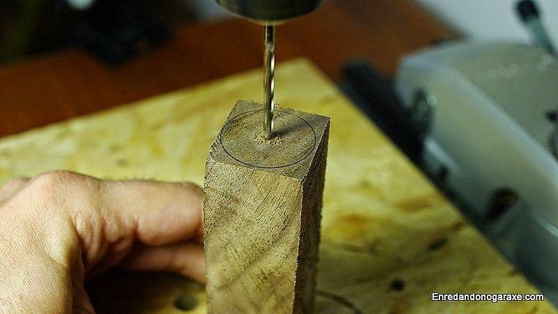 Buscar y marcar el centro de la pieza de madera