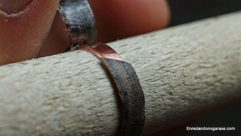 Pegar la viruta de madera de granadillo con superglue