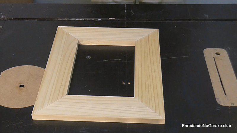 Marco de madera con uniones a inglete