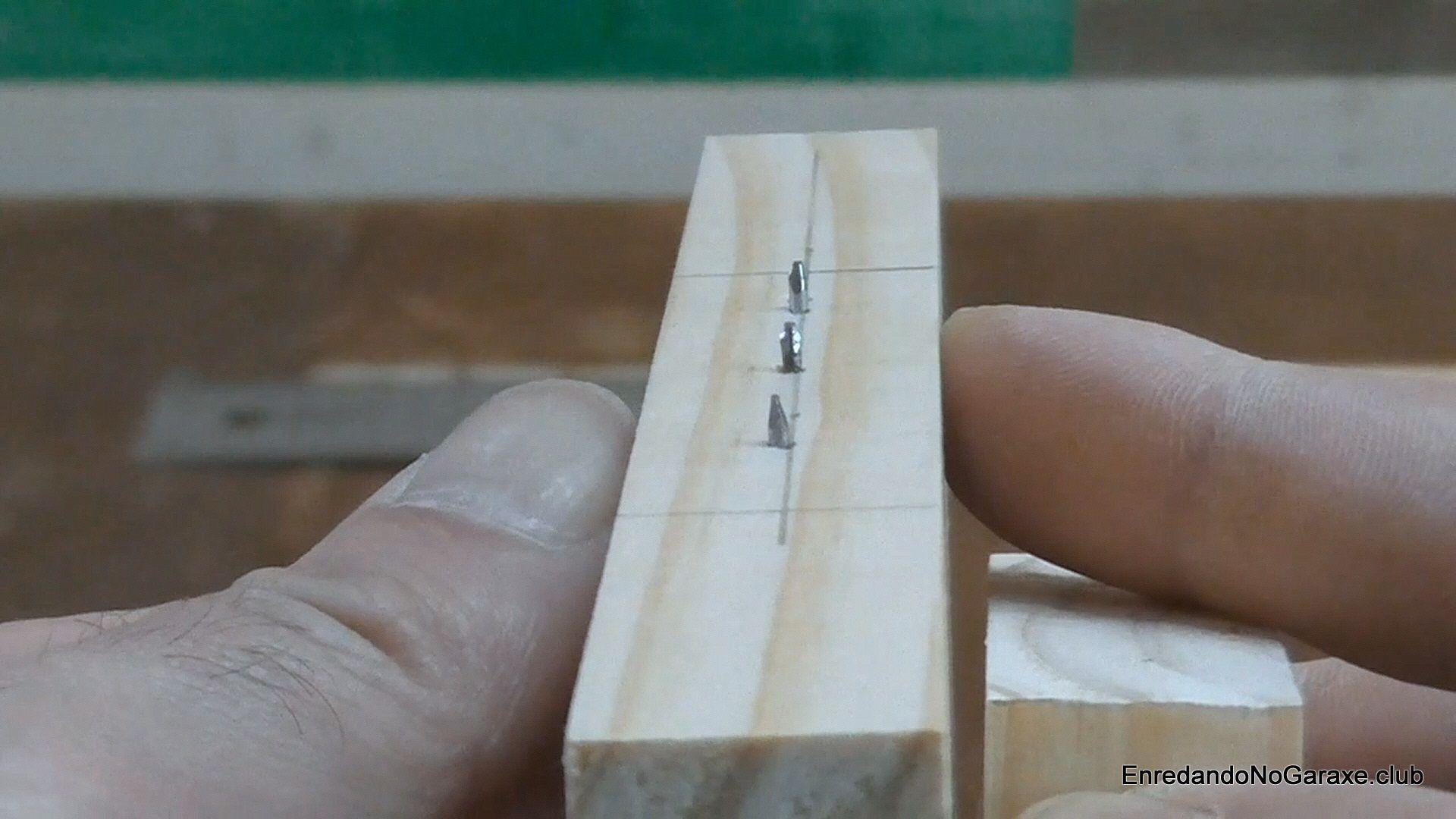 Clavos para centrar espigas de madera