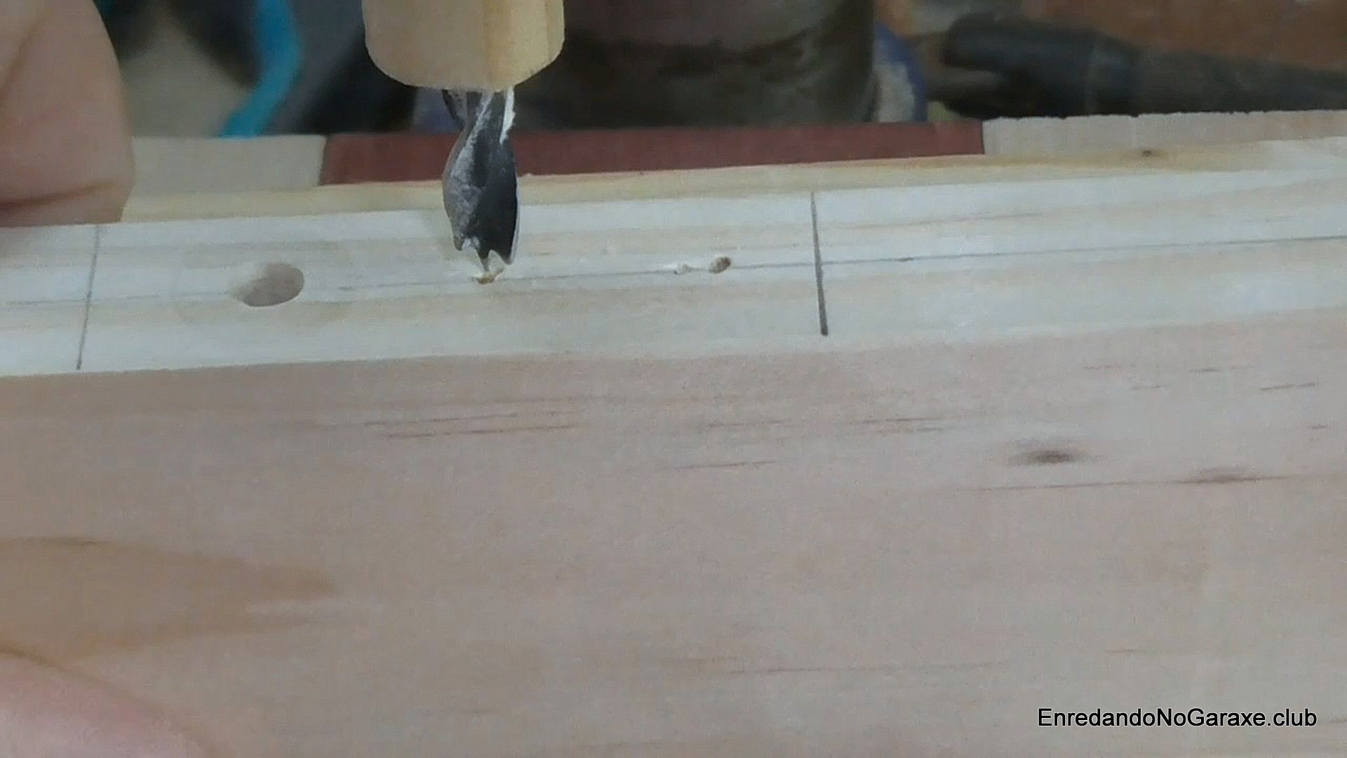 Taladrar agujeros tubillones en el taladro de columna