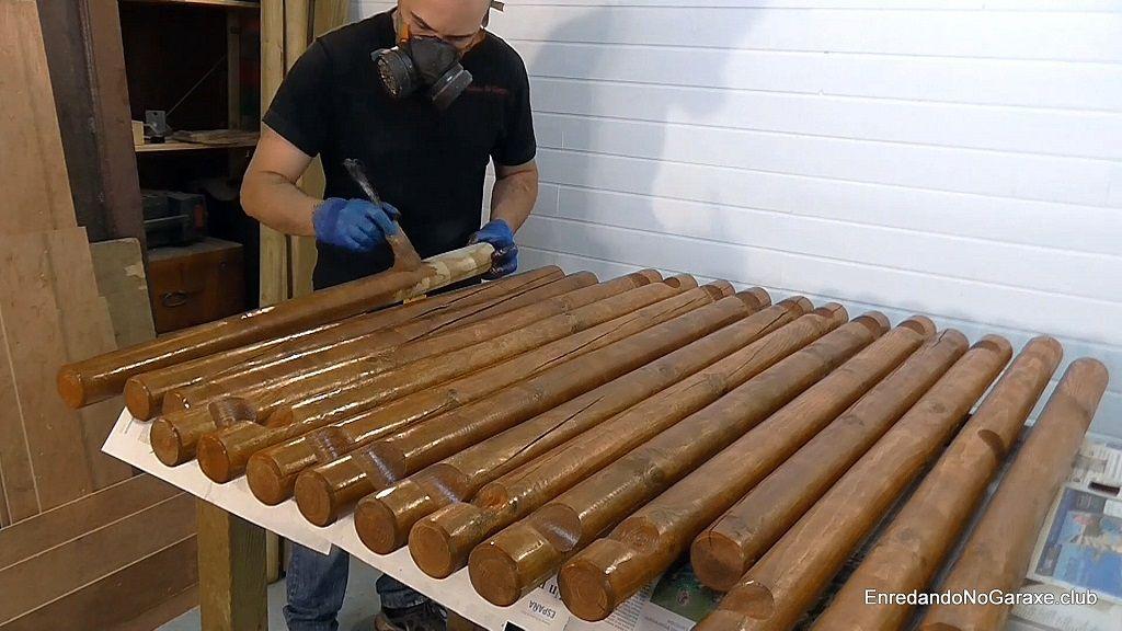 Tratar postes de madera con lasur protector tinte