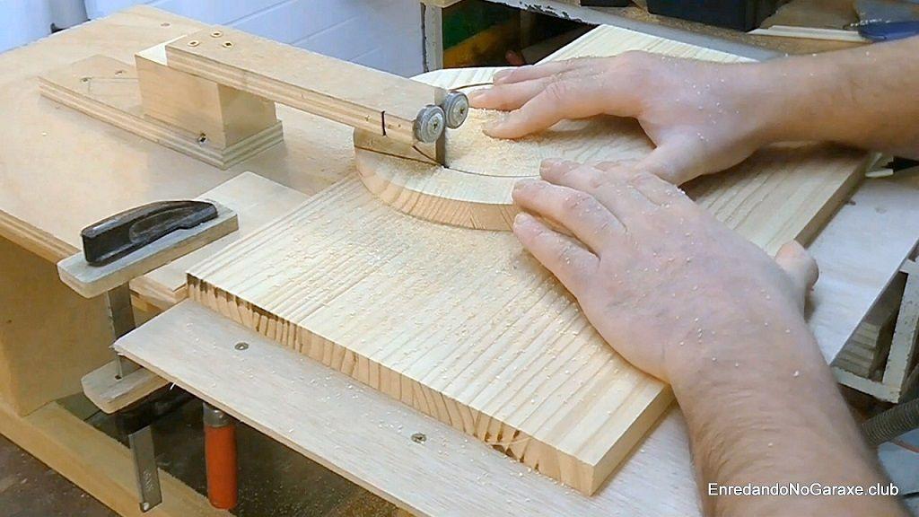Cortar círculo de madera con la guía